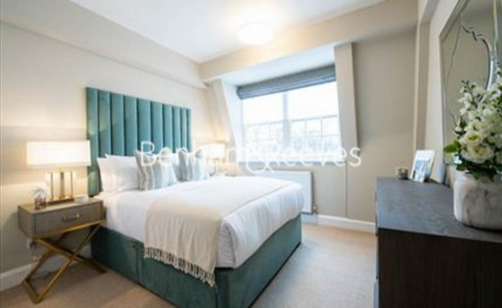 2 Bedroom flat to rent in Pelham Court, Chelsea, SW3