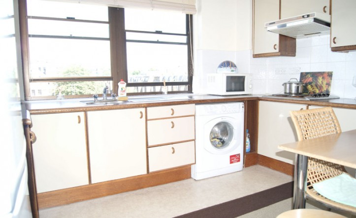 2 Bedroom flat to rent in Cameret Court, Notting Hill, W11