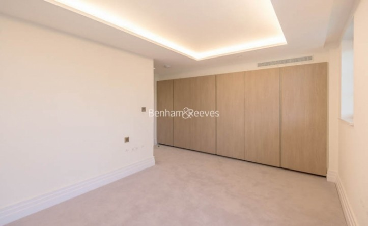 3 Bedroom flat to rent in Compass House, Kensington Gardens Square, Bayswater, Hyde Park, W2