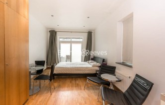 picture of Studio flat in  St Stephens Gardens, Notting Hill Gate, W2