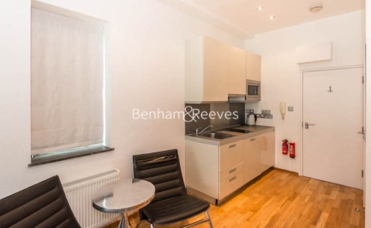 Studio flat to rent in St Stephens Gardens, Notting Hill Gate, W2