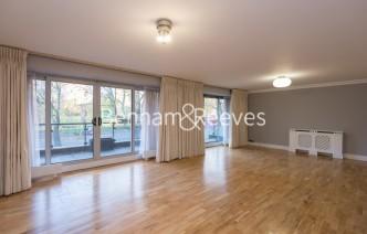 picture of 4 Bedroom(s) flat in  Hyde Park Gate, Kensington, SW7