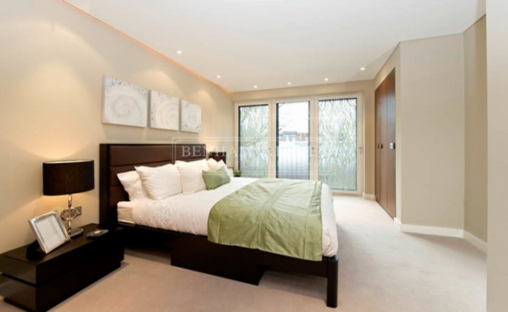 1 Bedroom flat to rent in Kensington Church Street, W8