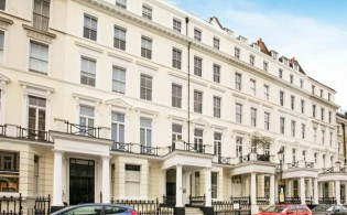 picture of 2 Bedroom(s) flat in  Lexham Gardens, Kensington, W8
