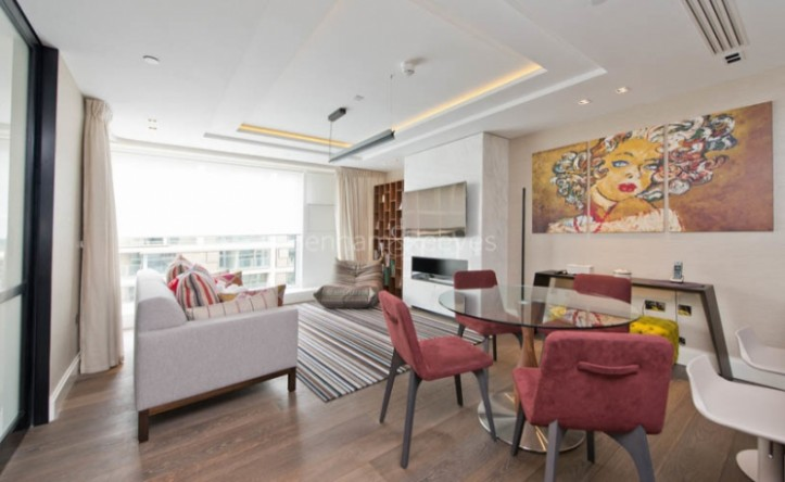 3 Bedroom flat to rent in Kensington High Street, Kensington, W14