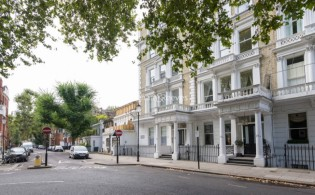 picture of 3 Bedroom(s) flat in  Courtfield Gardens, Kensington, SW5