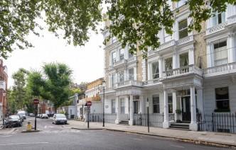 picture of 3 Bedroom(s) flat in  Courtfield Gardens, Kensington, SW5