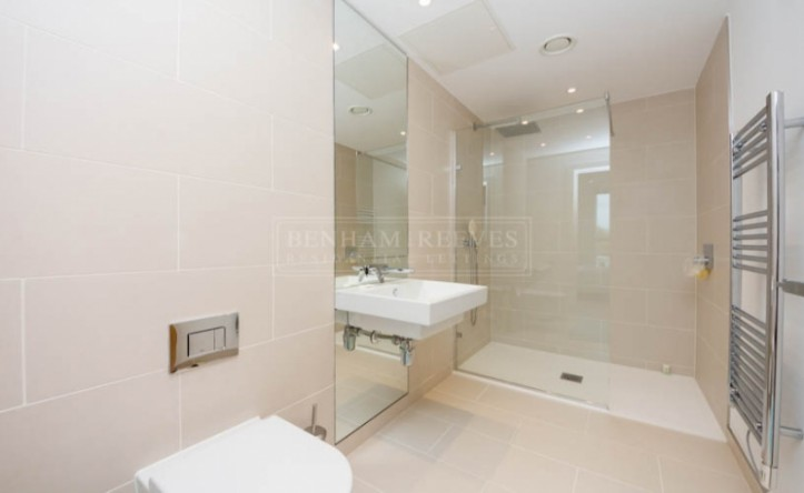 2 Bedroom flat to rent in Holland Park Avenue, Kensington, W11