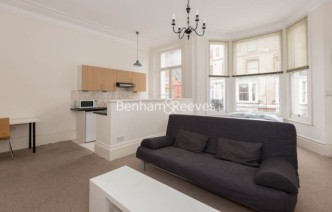 picture of Studio flat in  Chensiston Gardens, Kensington, W8