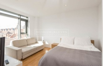 picture of Studio flat in  Avonmore Place, Kensington, W14