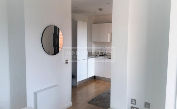 Studio flat to rent in Avonmore Place, Kensington, W14
