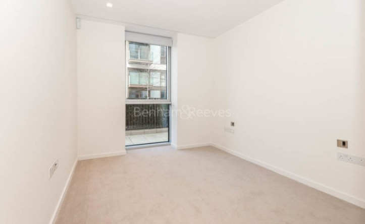 2 Bedroom flat to rent in Lillie Square, Earls Court, SW6