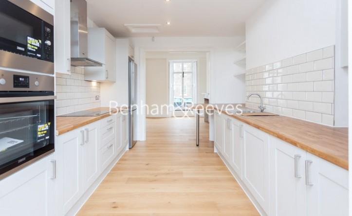3 Bedroom flat to rent in Gloucester Road, Kensington, SW7