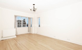 picture of 3 Bedroom(s) flat in  Winchester Court, Vicarage Gate, W8