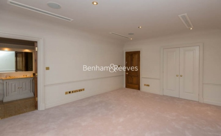 5 Bedroom flat to rent in Victoria Road, Kensington, W8
