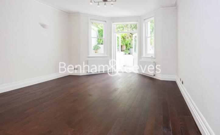 2 Bedroom flat to rent in Holland Park, Kensington, W11