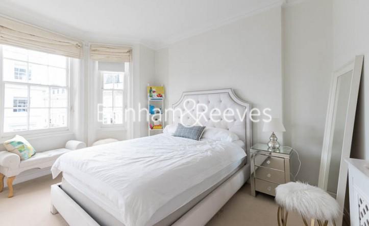 3 Bedroom flat to rent in Pitt Street, Kensington, W8