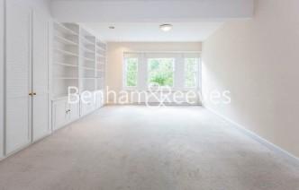 picture of 3 Bedroom(s) flat in  Lexham Gardens, Kensington, W8