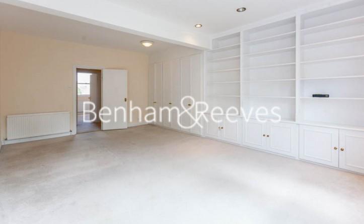 3 Bedroom flat to rent in Lexham Gardens, Kensington, W8