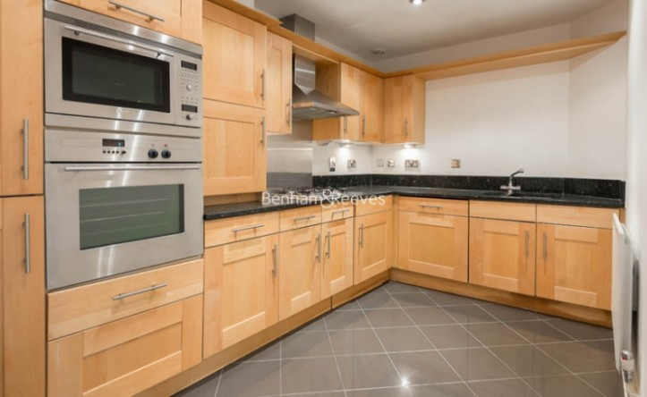 2 Bedroom flat to rent in Warwick Road, West Kensington, W14