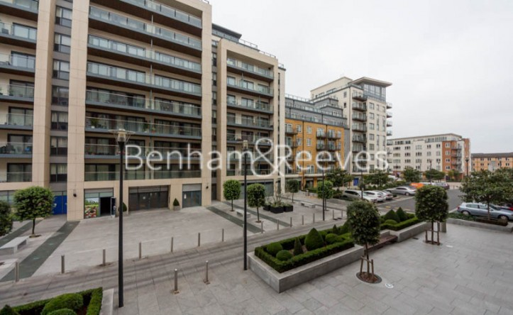 1 Bedroom flat to rent in Boulevard Drive, Beaufort Park,NW9