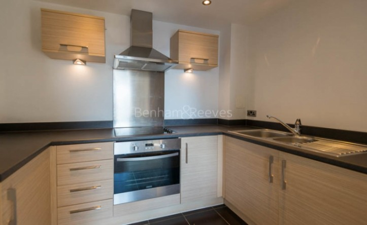 1 Bedroom flat to rent in Needleman Close, Colidnale, NW9