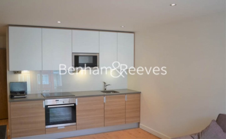 Studio flat to rent in Heritage Avenue, Colindale, NW9