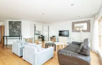 picture of 3 Bedroom(s) flat in  Heritage Avenue, Colindale, NW9