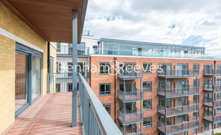 3 Bedroom flat to rent in Boulevard Drive, Colindale, NW9