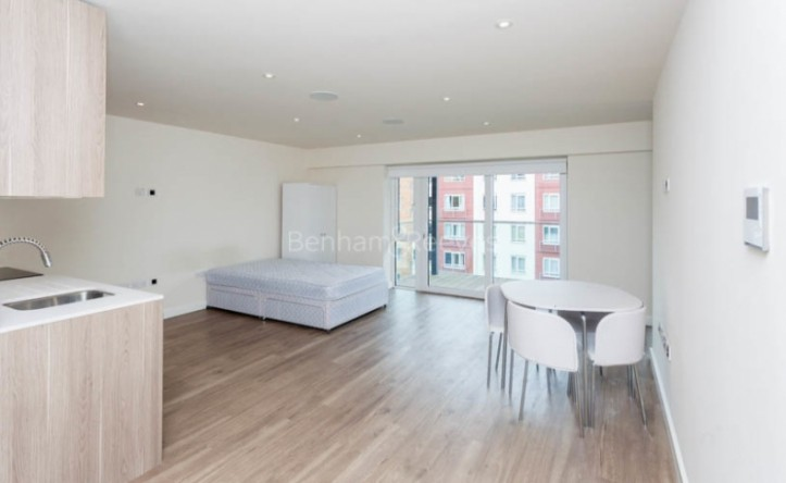 Studio flat to rent in Beaufort Park, Colindale, NW9