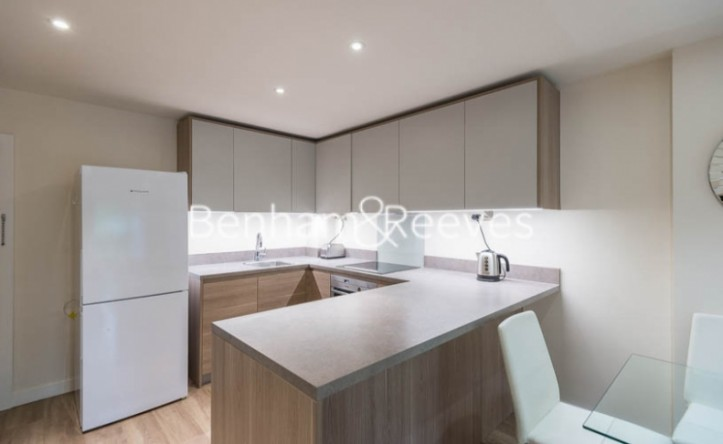 Studio flat to rent in Beaufort Square, Colindale, NW9