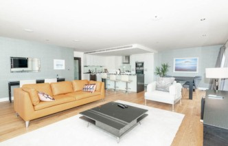 picture of 3 Bedroom(s) flat in  Boulevard Drive, Colindale, NW9