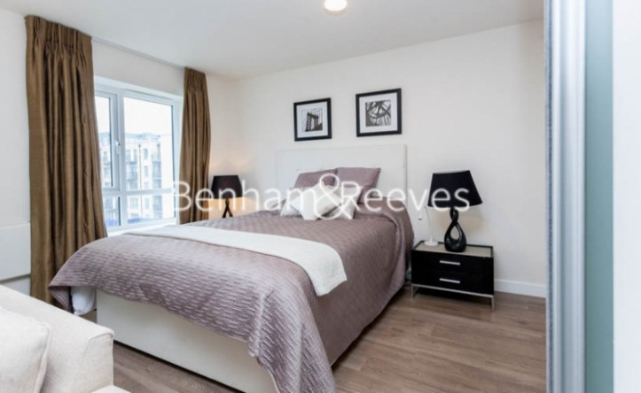 Studio flat to rent in Empire House,Beaufort Park,NW9