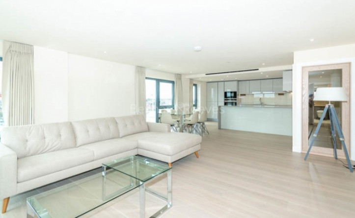 3 Bedroom flat to rent in Beaufort Square, Colindale, NW9