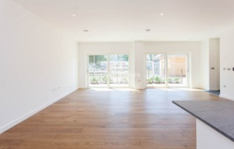 picture of 4 Bedroom(s) flat in  Thonrey Close, Colindale, NW9