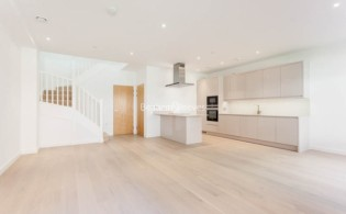 picture of 4 Bedroom(s) flat in  Colindale Gardens, Colindale, NW9