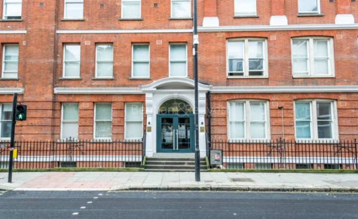 Studio flat to rent in Judd Street, City, WC1H