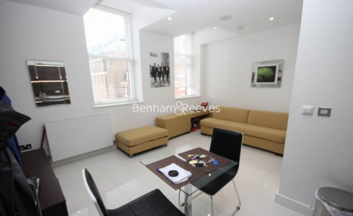 Studio flat to rent in Albany House, Judd Street, WC1H