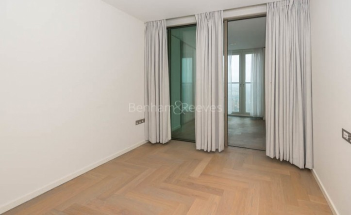2 Bedroom flat to rent in Southbank Tower, Upper Ground, SE1