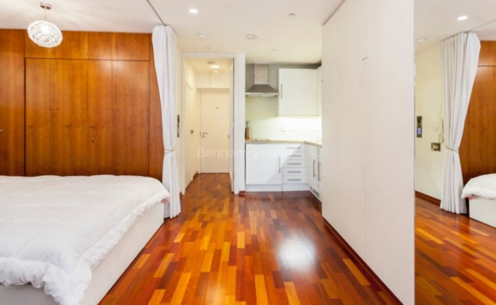Studio flat to rent in Aria House, Craven Street, WC2N