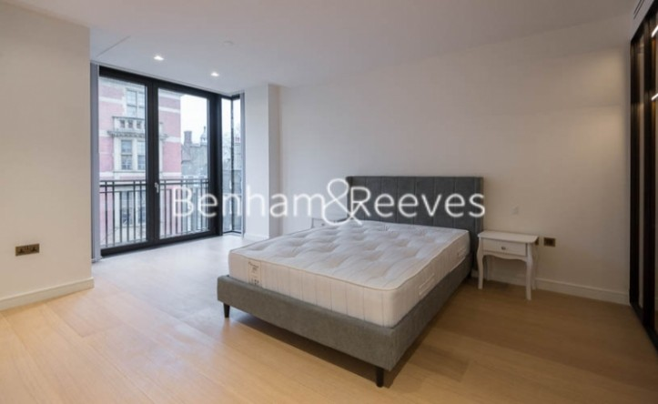 2 Bedroom flat to rent in Lincoln Square, Portugal Street, WC2A
