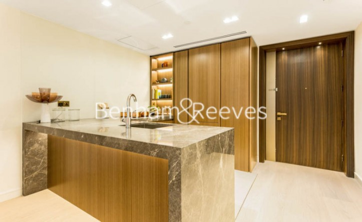 1 Bedroom flat to rent in Lincoln Square, 18 Portugal Street, WC2A
