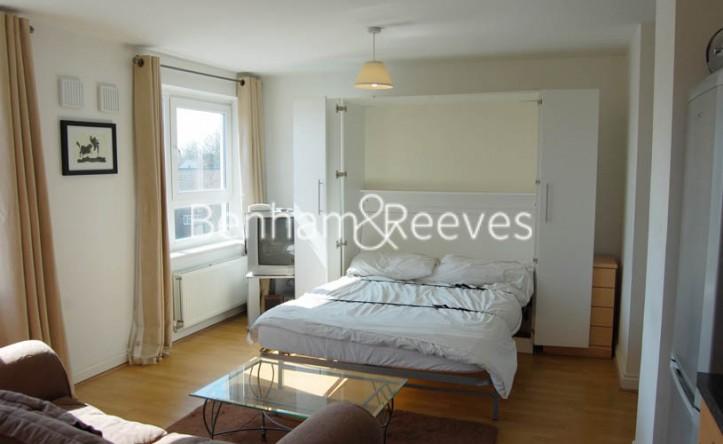 Studio flat to rent in Tarragon Court, Ilford, IG1