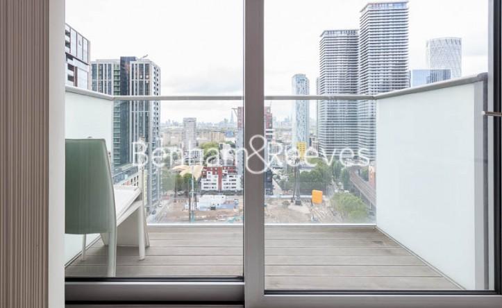 Studio flat to rent in Pan Peninsula Square, Canary Wharf, E14