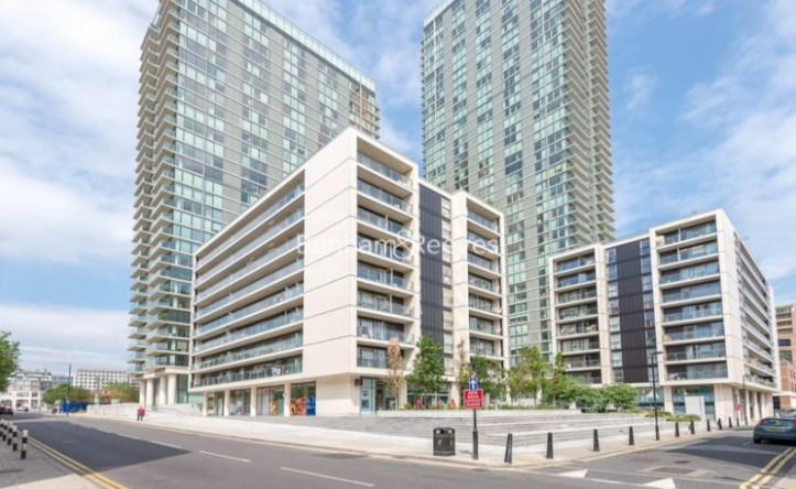 2 Bedroom flat to rent in Landmark West, Marsh Wall, E14