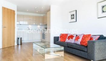 picture of 2 Bedroom(s) flat in  Aqua Vista Square, Limehouse, E3