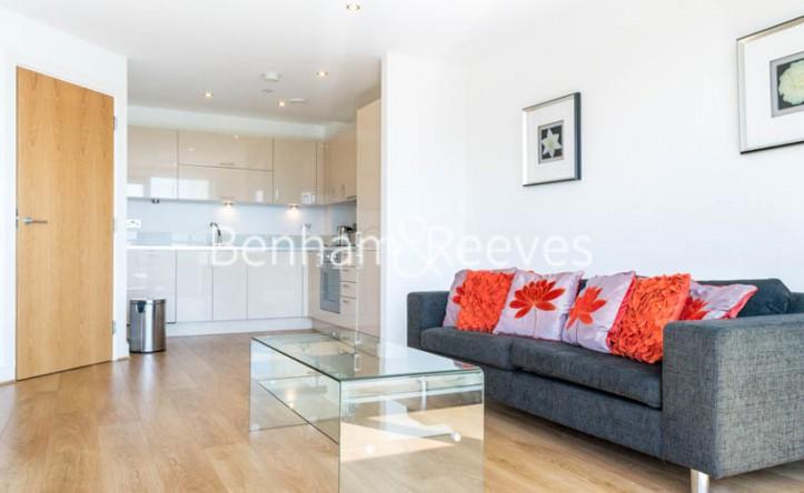 2 Bedroom flat to rent in Aqua Vista Square, Canary Wharf, E3