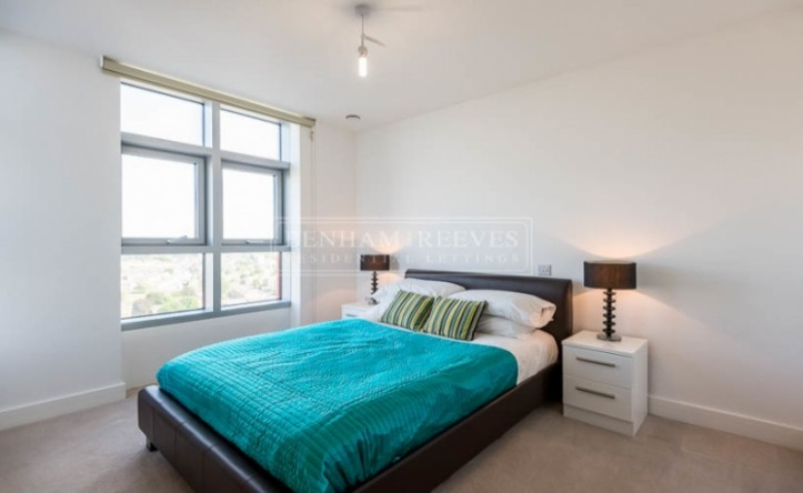 1 Bedroom flat to rent in Barking Road, Canning Town, E16