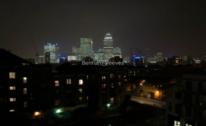 2 Bedroom flat to rent in Seven Sea Gardens, Canary Wharf, E3