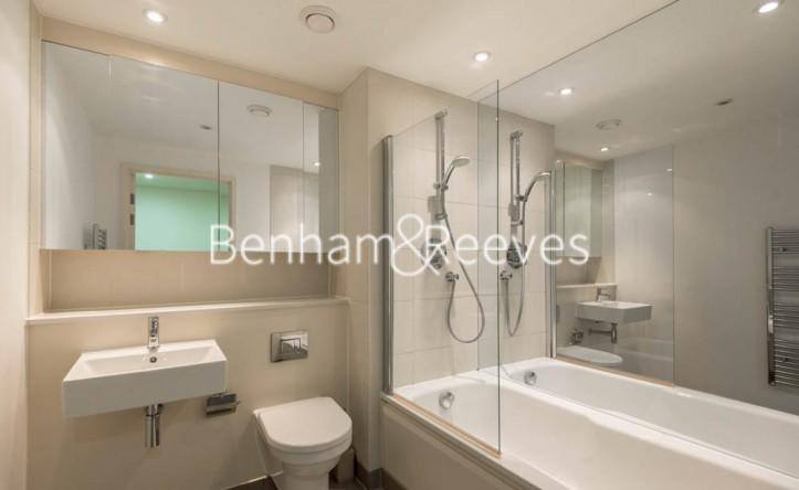 1 Bedroom flat to rent in Landmark East Tower, Marsh Wall, E14